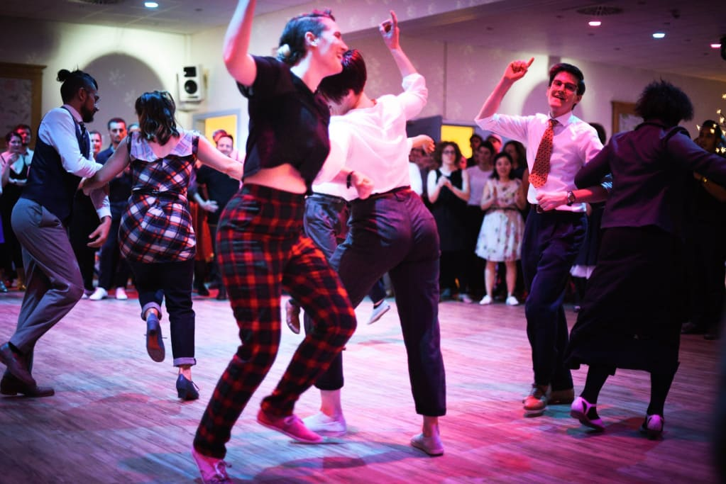 lindy hoppers dancing the big apple jazz routine